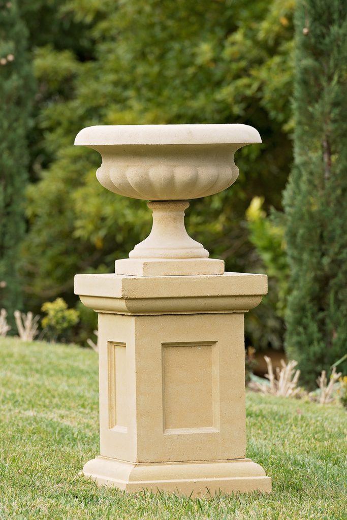 Classic Scalloped urn